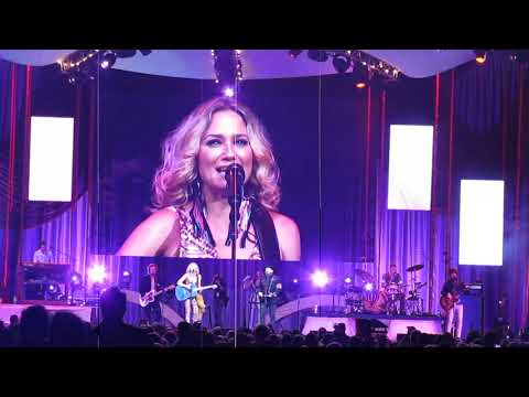 """Sugarland in Nashville - """"Baby Girl"""" (Jennifer moved to tears with parents in audience)"""