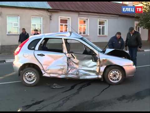 Сразу три автомобиля столкнулись на перекрёстке улиц Карла Маркса и Пушкина в Ельце