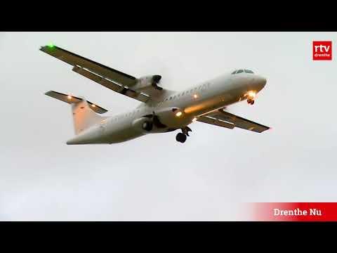 Vliegtuig landt in de storm op Groningen Airport Eelde