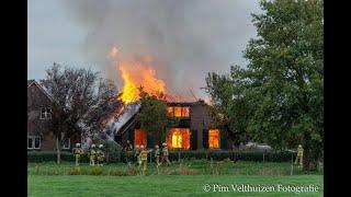 Grote brand legt Woonboerderij Hoevenallee in Terwolde volledig in de as. ©Pim Velthuizen