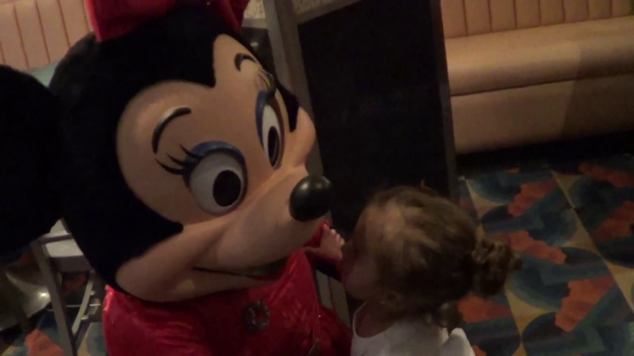 Meet and greet minnie mouse hollywood and vine disney world youtube meet and greet minnie mouse hollywood and vine disney world m4hsunfo