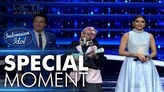 Video Ayu dapat ukulele dari Fans! - Spekta Show Top 6 - Indonesian Idol 2018 download MP3, 3GP, MP4, WEBM, AVI, FLV Oktober 2018