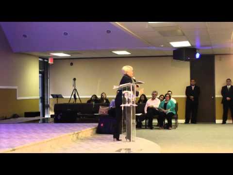 Pastora Maggie Rodriguez  Predica en Puerta de Favor y Paz