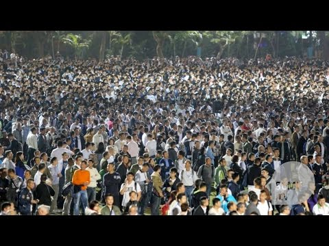 More than 30,000 gather in support of Hong Kong officers jailed for beating up Occupy protester