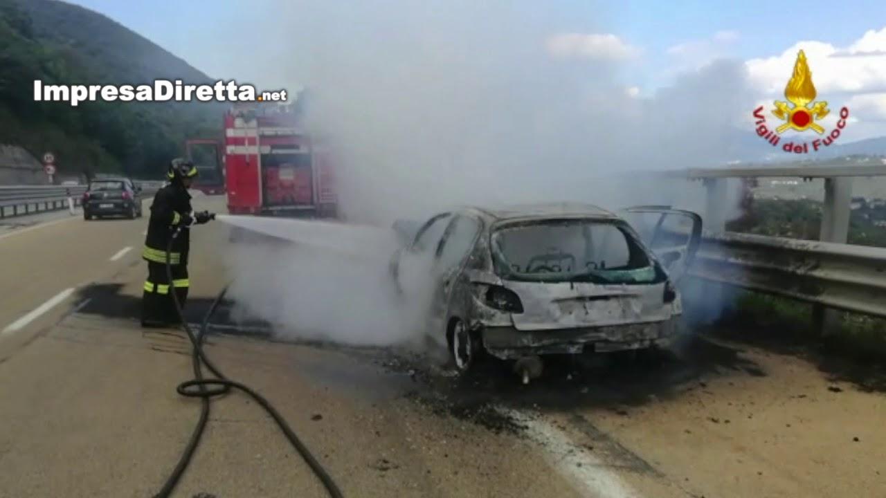 Monteforte Irpino (AV) - Ennesimo veicolo a fuoco sull'autostrada A16 Napoli - Canosa.