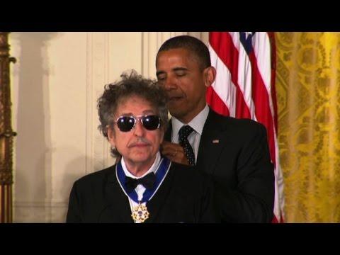 Il Nobel a Bob Dylan, la prima volta di un musicista-poeta