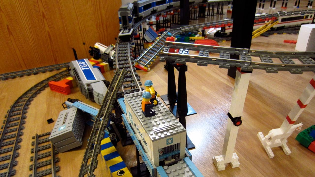 LEGO Thomas the Tank Engine train crash on three level ...