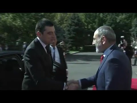 Поздоровались по-русски: Гахария и Пашинян встретились в Ереване