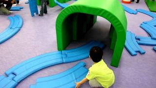プラレールのアスレチックで遊ぶ1 Plarail playground Part 1/2 thumbnail
