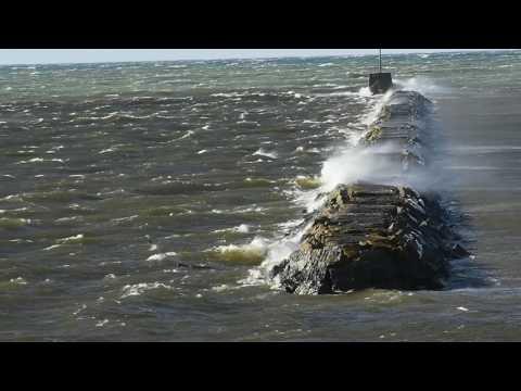 Strong wind create big waves on Lake Ontario