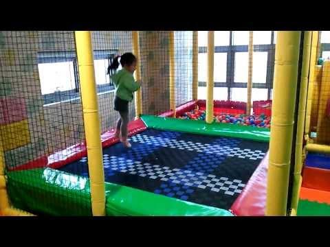 Sonia jugando en parque infantil