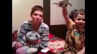 Украинские дети просят военных Путина уходить домой к своим детям