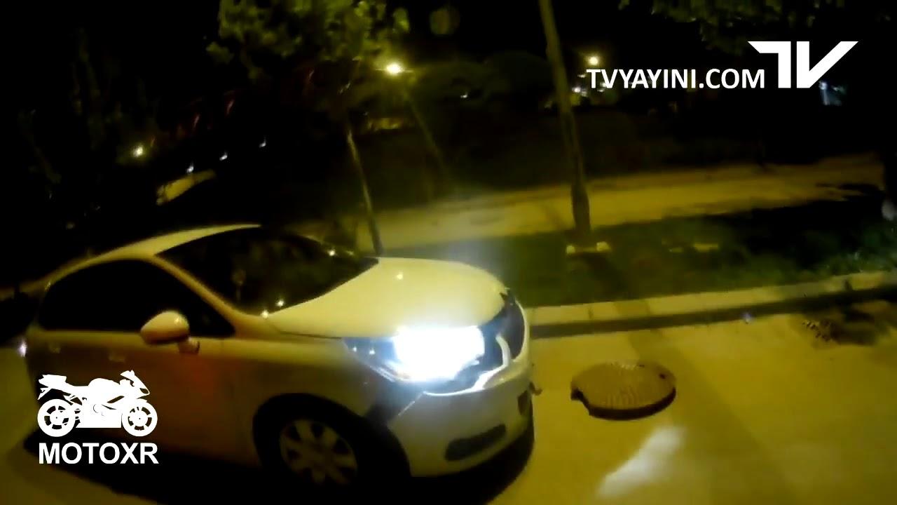 Download Açık Kalan Rögar Kapağına Çarpan Araba !!