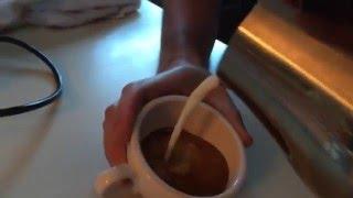 Latte Art pour with Cafelat and La Pavoni