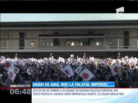Zeci de mii de oameni s-au adunat în grădina Palatului Imperial din Tokio pentru a-i adresa urări