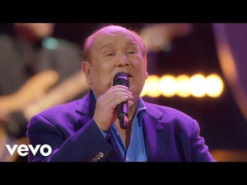 """Leo Dan - La Niña Está Triste (En Vivo) ft. Jesús """"Tuti"""" Martínez"""