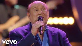 """Leo Dan - La Niña Está Triste (En Vivo) ft. Jesús """"Tuti"""" Martínez thumbnail"""