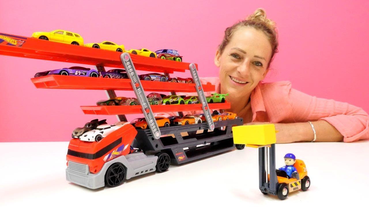 Download Peppa Wutz spielt mit Autos. Videos für Kinder.