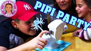 PIPI PARTY TOILETTENSPIEL | wen trifft das Spülwasser von der Toilette? | CuteBabyMiley