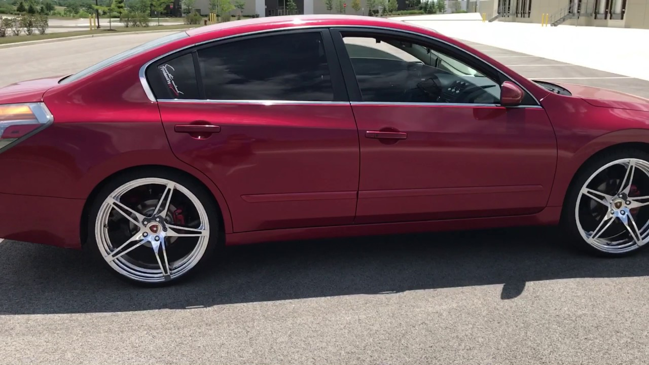 2009 Nissan Altima On 22s