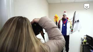 Фотосессия с олимпийским огнем!(http://vibirai.ru http://vk.com/vibirai_ru Что нам официальный олимпийский факел? Штамповка безликая! То ли дело наш собственн..., 2013-12-24T10:19:46.000Z)