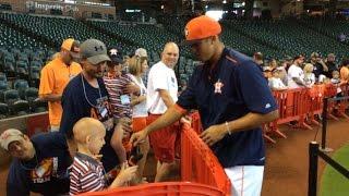 SEA@HOU: Correa gives gloves to child battling cancer