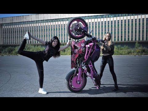 Девушка КАСКАДЕР Трюки на Мотоцикле