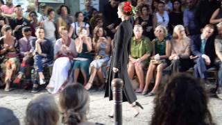 Straordinaria sfilata D&G In Naples Napoli San Gregorio Armeno Sofia Loren