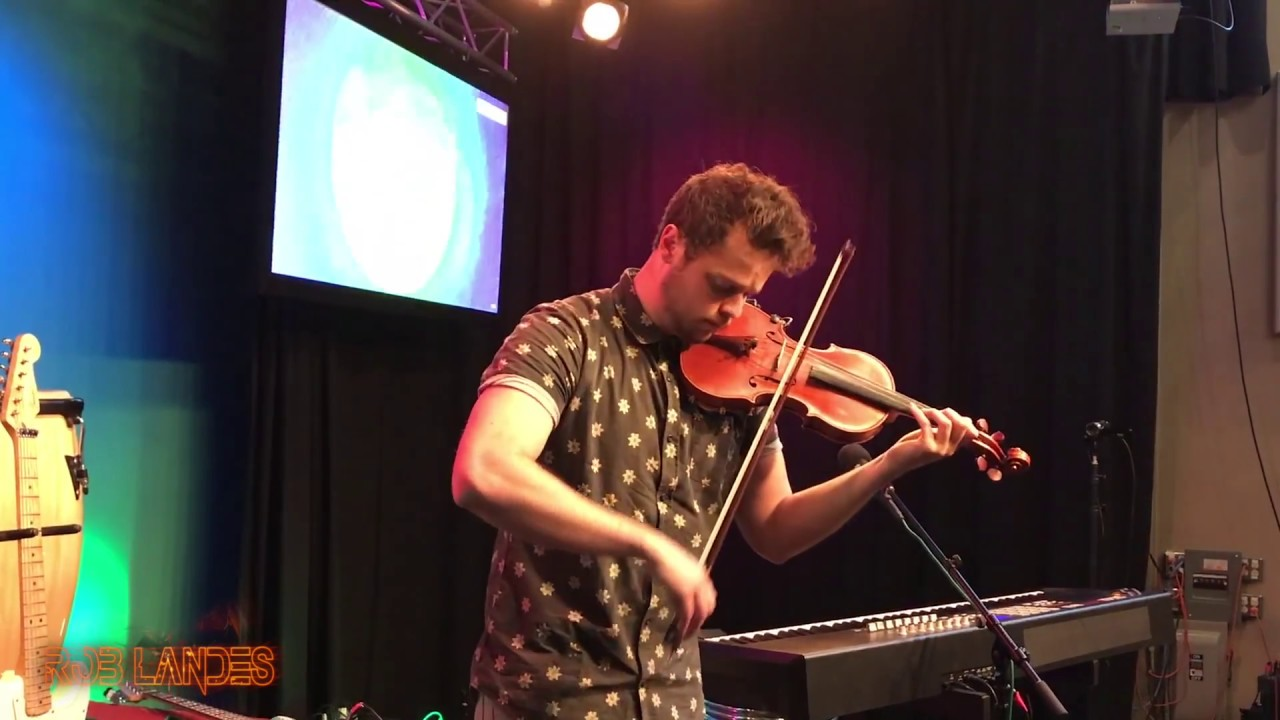 Violinist plays beautiful tribute to Chester Bennington and Linkin Park
