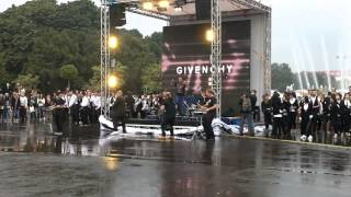 OutTopic!!!! Флешмоб Givenchy в Парке Горького