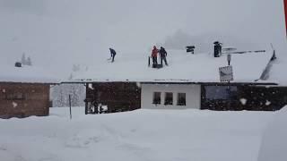 Vorarlberg: Lech versinkt im Schnee