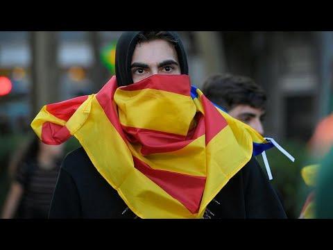 إسبانيا: اشتباكات بين الشرطة ومؤيدي استقلال إقليم كتالونيا لليوم الثالث على التوالي …  - نشر قبل 2 ساعة