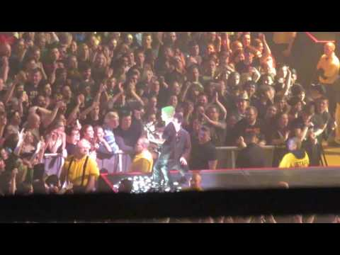 """Green Day in Worcester, MA 2017: Grant plays """"Knowledge"""" by Operation Ivy"""