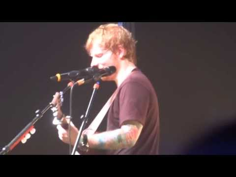Ed Sheeran performs a cover of No Diggity (as seen in Pitch Perfect) March 6th 2013, Melbourne
