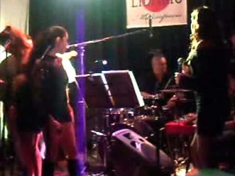 SiSta Lo & The GrOOveTrotters Band@Soul & FunK niGht LiBario 21.04.2012 Parte 1 de 2