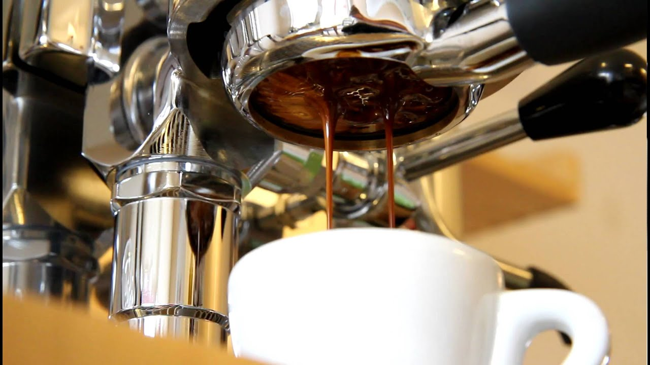 Canon 7d Mk2 >> Naked espresso extraction - YouTube