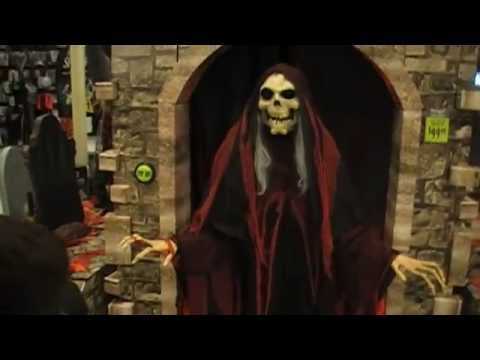 spirit halloween store with laurel justin brandon 9 11 016 youtube