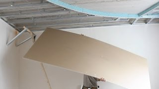 Как в одиночку поднять лист гирсокартона.САМЫЙ ДОСТУПНЫЙ  монтаж гипсокартона на потолок(Самостоятельный монтаж гипсокартонных листов.Очень просто,без сложных конструкций.Простой монтаж гипсока..., 2014-08-19T22:37:23.000Z)