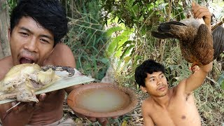 Primitive Technology Find food - STONE BAMBOO TRAPS WILD CHICKEN GET & COOKING