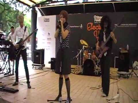 Electric Scarlet - Gamble (東京事変 Cover) Singapore Street Festival 09