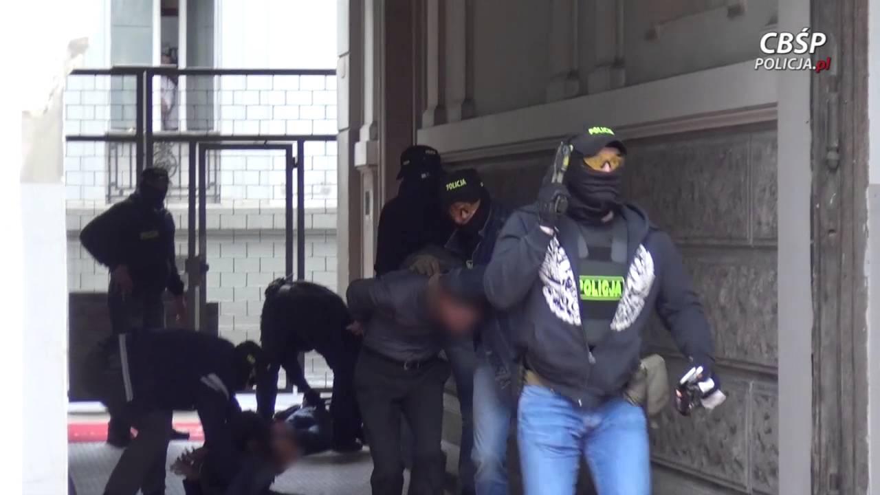 Polska Policja - Czerwona nota Interpolu, handel narkotykami i pranie brudnych pieniędzy