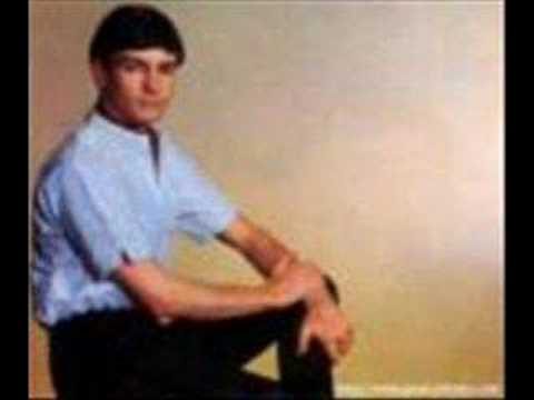 Gene Pitney - Looking Through The Eyes Of Love w/ LYRICS