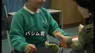イギリスで自閉症の子供のセラピーにロボットを使う、ベン・ロビンスさ...