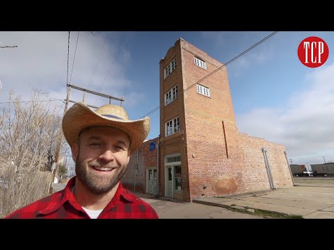 The World's Littlest Skyscraper In Wichita Falls, TX | Hit The Road With Chet Garner