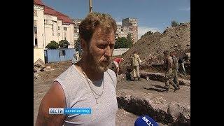 На стройке в центре Калининграда находят старинные монеты и посуду