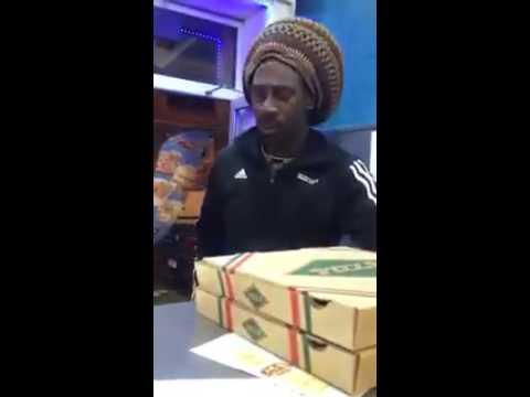 Amazing Quran Recitation African American Muslim Shocks Arabs ᴴᴰ ┇Pizza Store ┇