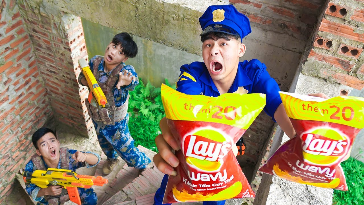 Battle Nerf War SWAT go To Delivery & COMPETITION Nerf Guns Fight Man SNACK NERF BATTLE SALESMAN