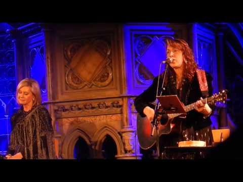 Olivia Newton-John, Beth Nielsen Chapman & Amy Sky - Sand and water (live) - 2017
