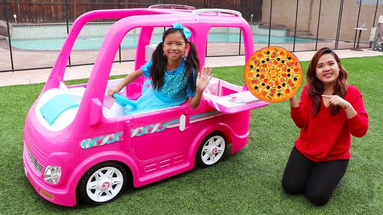 Wendy Juega con El Camión de Comida Barbie | Comida Para Niños