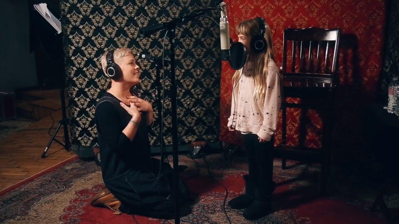 Пинк сними дует со 7-годишната ќеркичка Вилоу